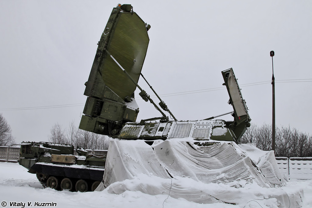 РЛС 9С19М2 Имбирь. (9S19M2 Imbir acquisition radar.)