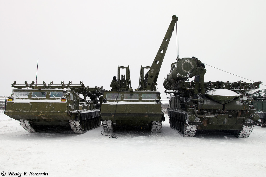 ПЗУ 9А85, ПЗУ 9А84 и ПУ 9А83 из состава ЗРС С-300В (From left to right 9A85, 9A84 and 9A83 from S-300V)