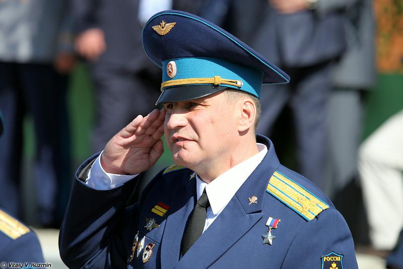 Командир полка Герой России Паньков Вадим Иванович (Regiment commander Hero of Russia colonel Vadim Pan'kov)