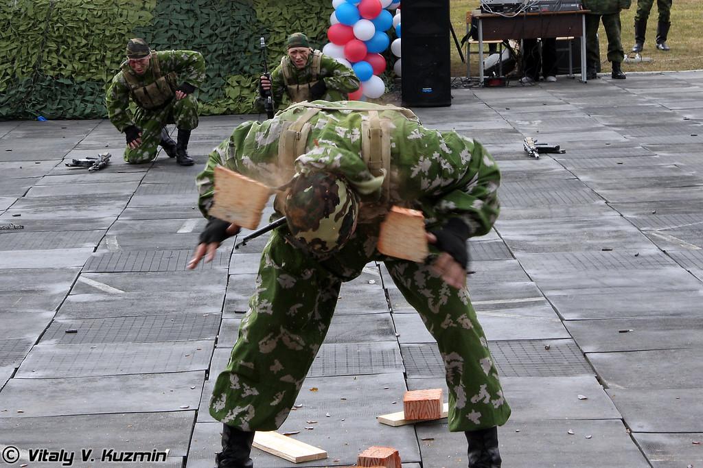 Показательное выступление разведроты бригады (Reconnaissance company show)