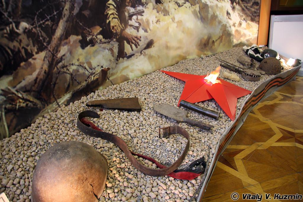 Композиция из предметов, найденных в районе боев на Сапун-горе (Composition of different items found on the region of battle on Sapun-gora)