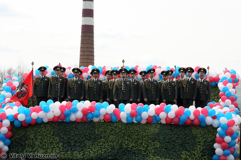 После официальной части на стадионе состоялся праздничный концерт и показательное выступление(Military choir performance)