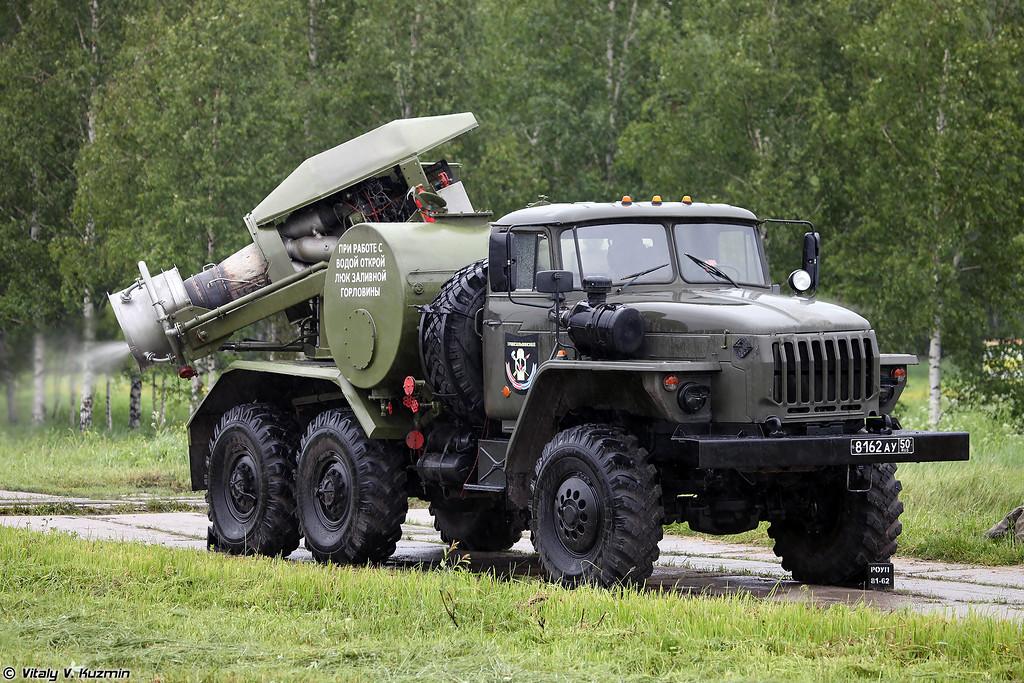 Подготовка тепловой машины ТМС-65У для проведения специальной обработки РХМ-4 (Preparation of TMS-65U vehicle for decontamination of RKhM-4)