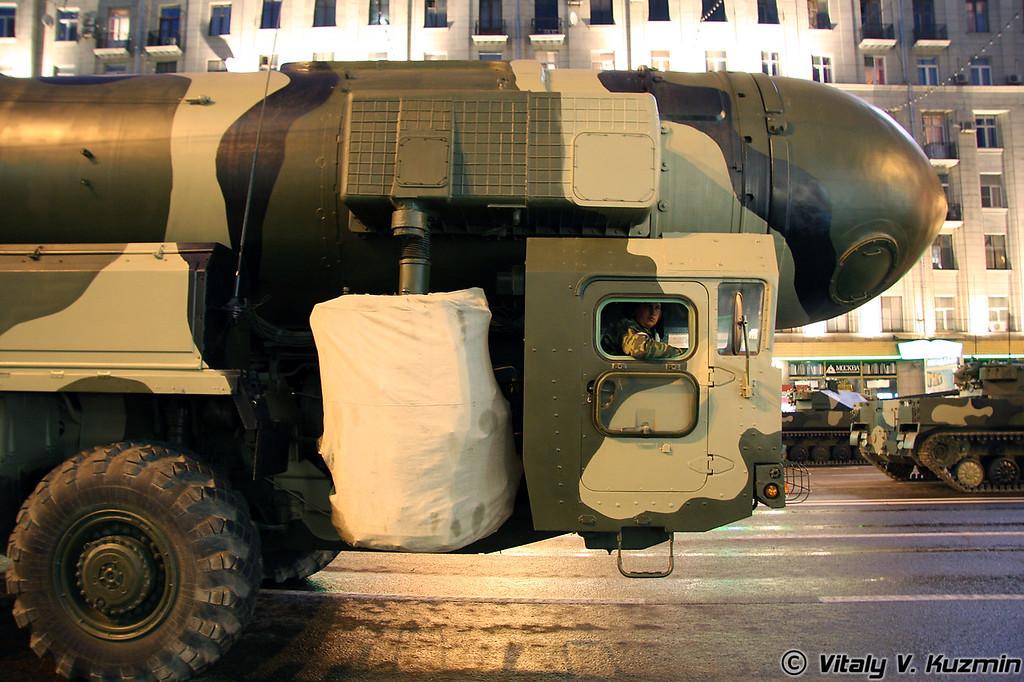 Пусковая установка комплекса РТ-2ПМ Тополь (RT-2PM Topol ICBM transporter erector launcher)