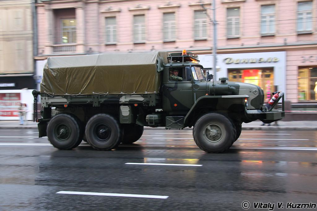 Ремонтно-эвакуационный автомобиль КТ-Л на базе Урал-4320 (Engineering vehicle KT-L on Ural-4320 base)