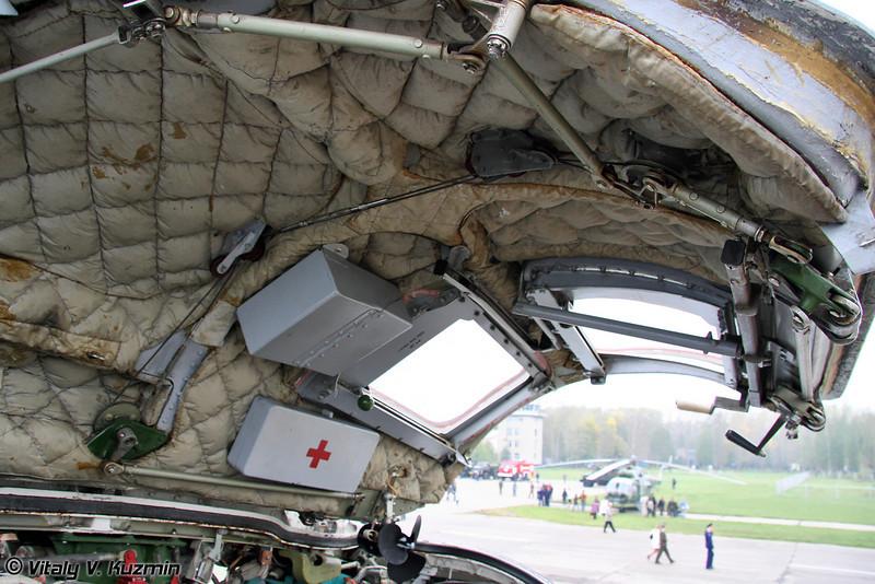 Крышка фонаря кабины со стороны помощника командира корабля (Cockpit hatch cover)