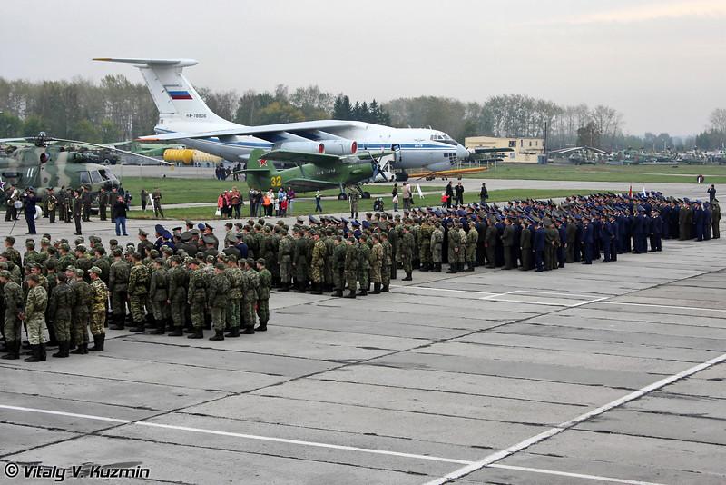 Торжественное построение личного состава Центра (43 TsBP i PLS officers and soldiers before the official ceremony)