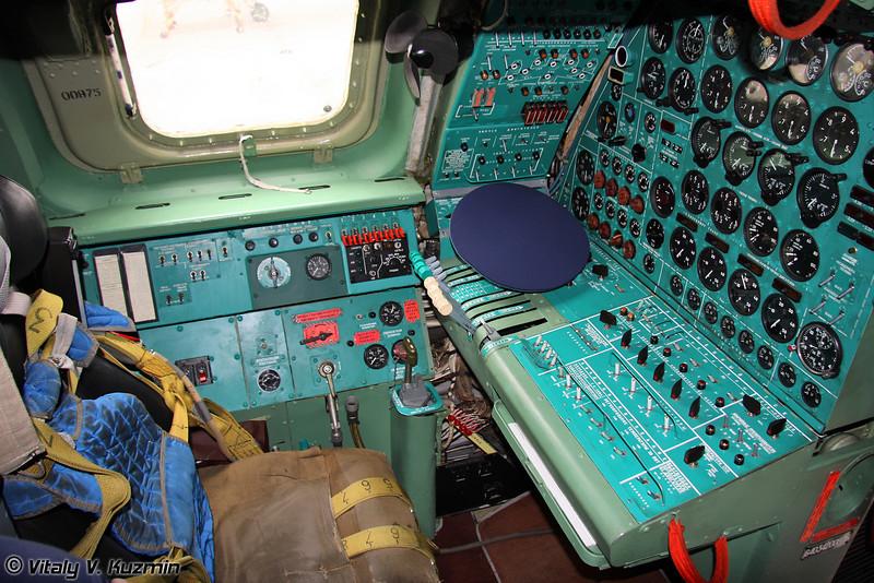 Место бортинженера (Engineer panel)