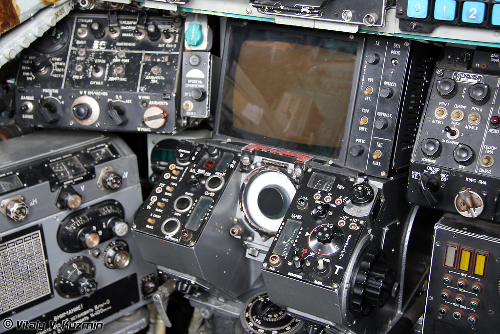 Кабина Ту-22М3 - Место штурмана корабля (Tu-22M3 cockpit - Navigator panel)