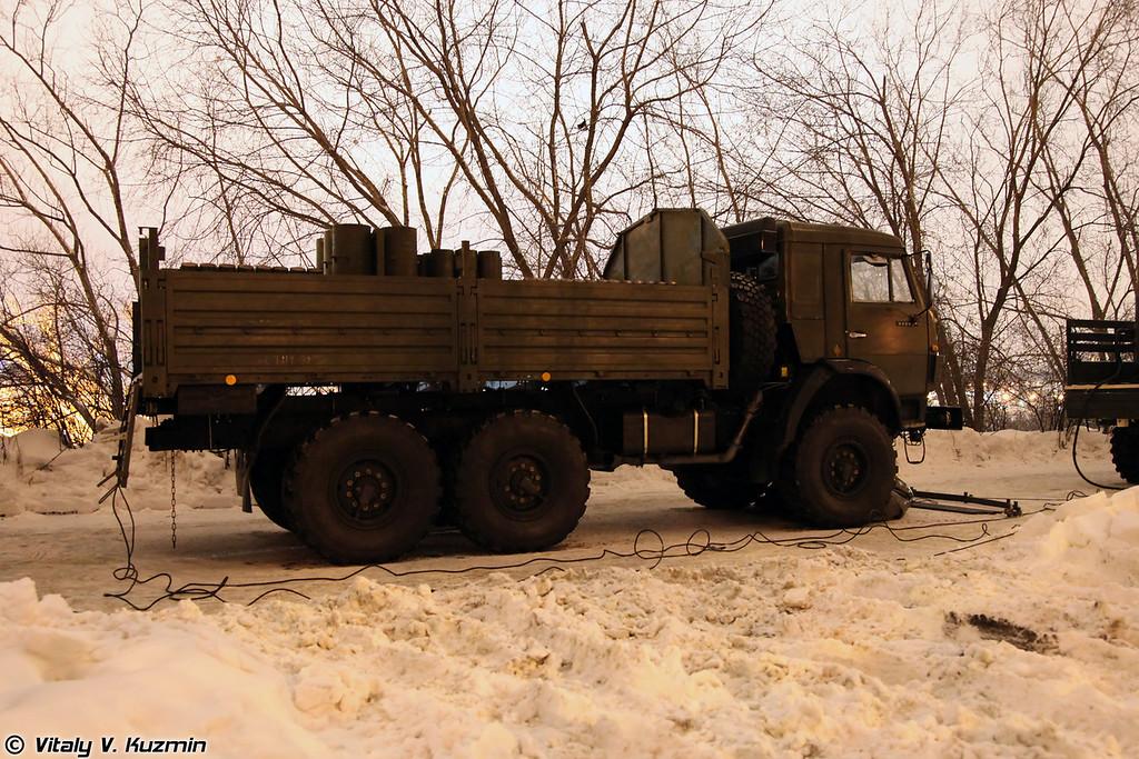 Салютная установка на базе КАМАЗ-5350 (Salute mortars on KAMAZ-5350 base).