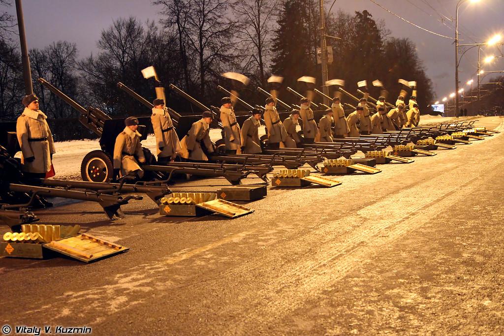 В артиллерийской батарее дивизиона остаются на вооружении легендарные орудия времен Великой Отечественной войны - 76-мм пушки ЗИС-3. Данные орудия осуществляют сопровождение воинских и других государственных ритуалов (Artillery battery of the Battalion is the only one artillery unit in Armed Forces that has legendary 76mm ZIS-3 cannons in active use).