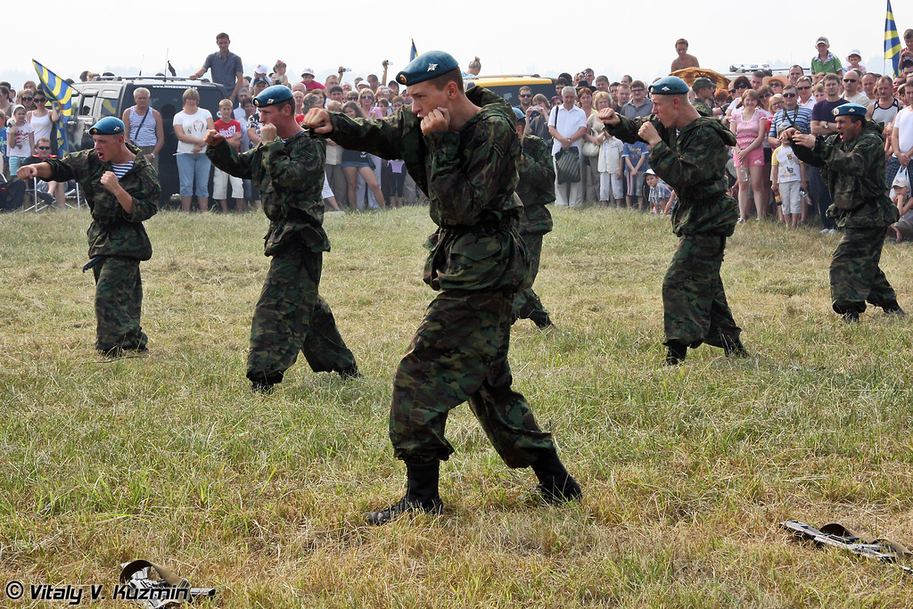 Показательное выступление 45 отдельного гвардейского полка специального назначения ВДВ (Combat skills demonstration of 45th Detached Guards Special Purpose Regiment of Airborne troops, the former 45th Detached Reconnaissance Regiment)