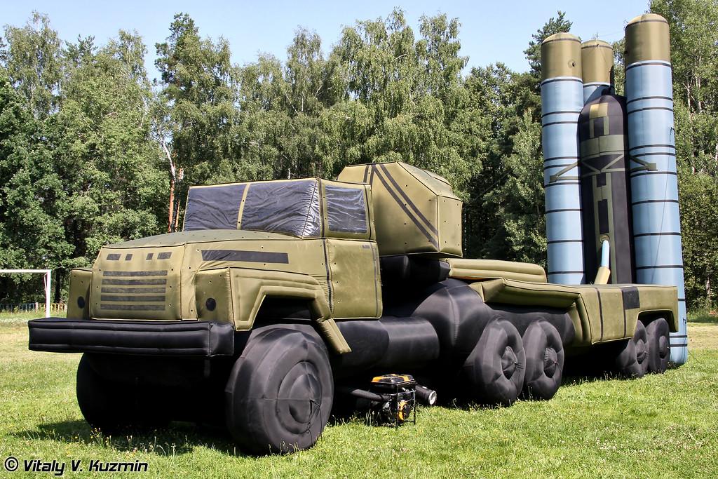 Макет пусковой установки ЗРС С-300 (Inflatable S-300 TEL mockup)