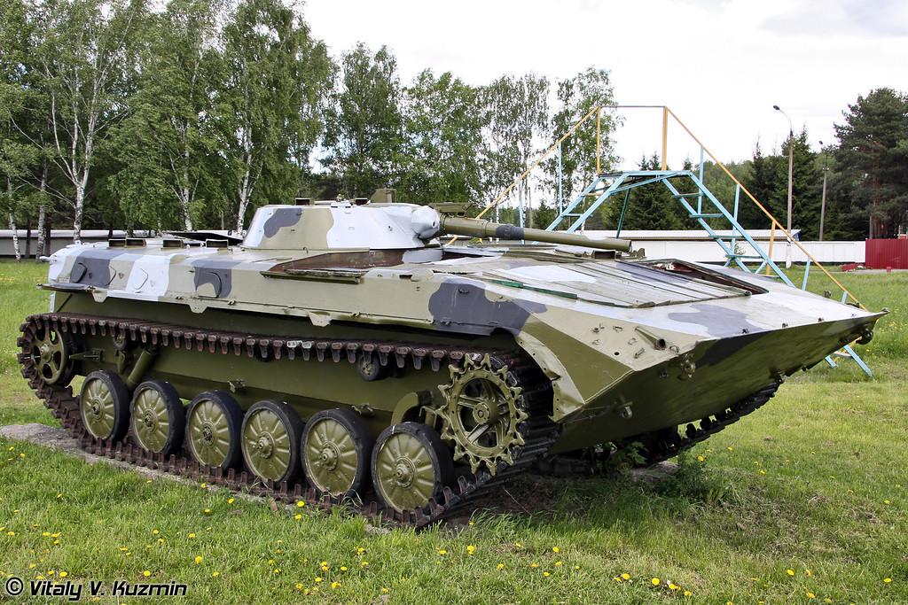 Списанные БМП-1 используются для тренировки служебных собак (Decommissioned BMP-1 is used for the training)