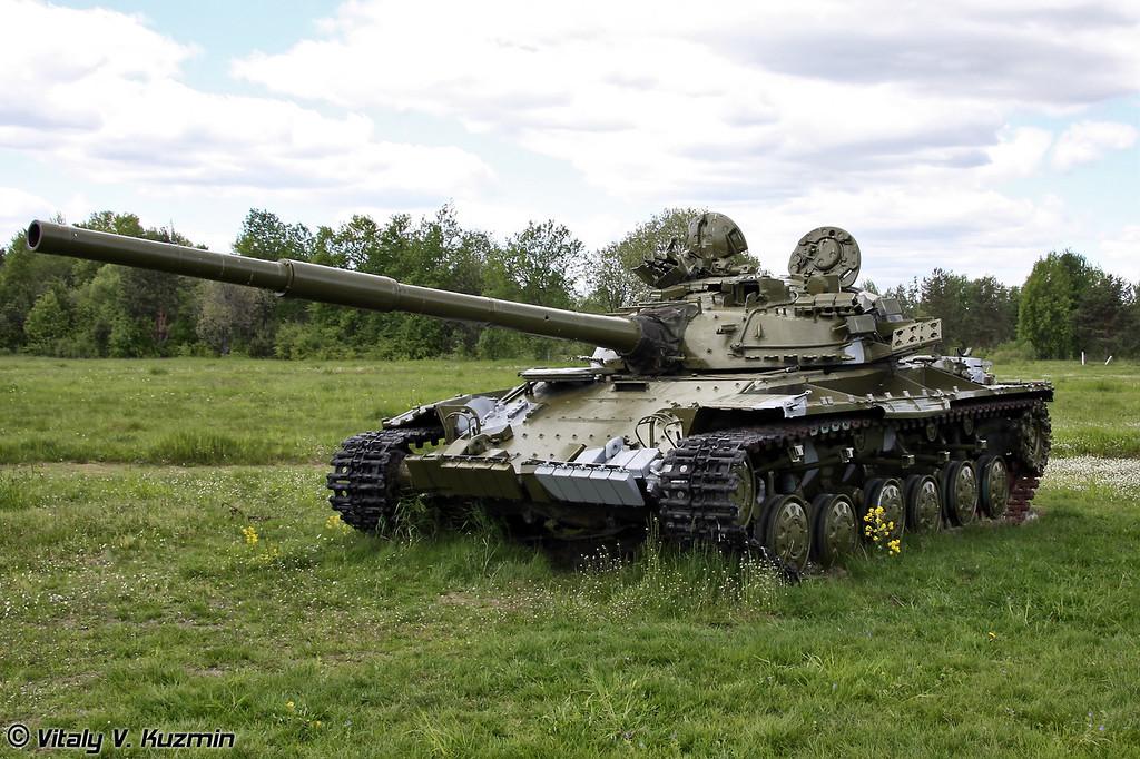Списанные Т-64 для тренировки служебных собак (Decommissioned T-64 is used for the training)