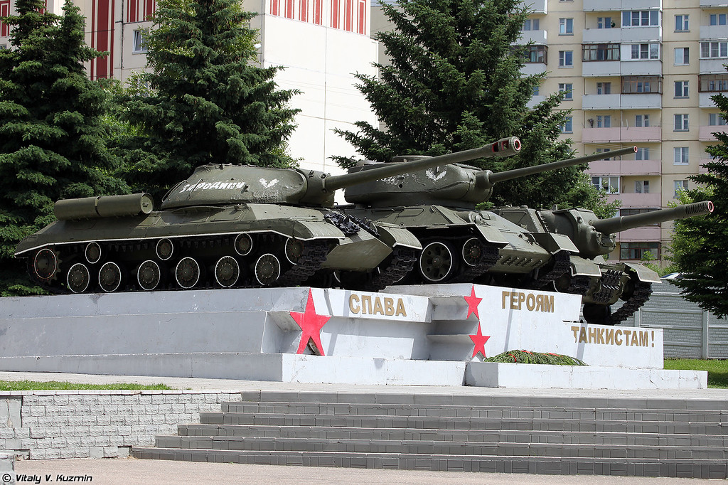 Памятник Героям танкистам у КПП дивизии (Monument to the tankmen at the division's checkpoint)