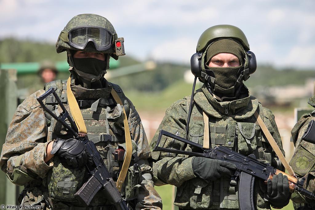Комплект боевой экипировки Ратник для разведчика и защитный комплект для экипажей бронированных машин 6Б48 Ратник-ЗК (Ratnik infantry combat system in recon variant and AFV crew individual protection kit 6B48 Ratnik-ZK)