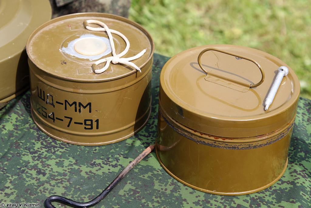 Дымовые шашки малые ШД-ММ и ДМ-11 (ShD-MM and DM-11 smoke grenades)