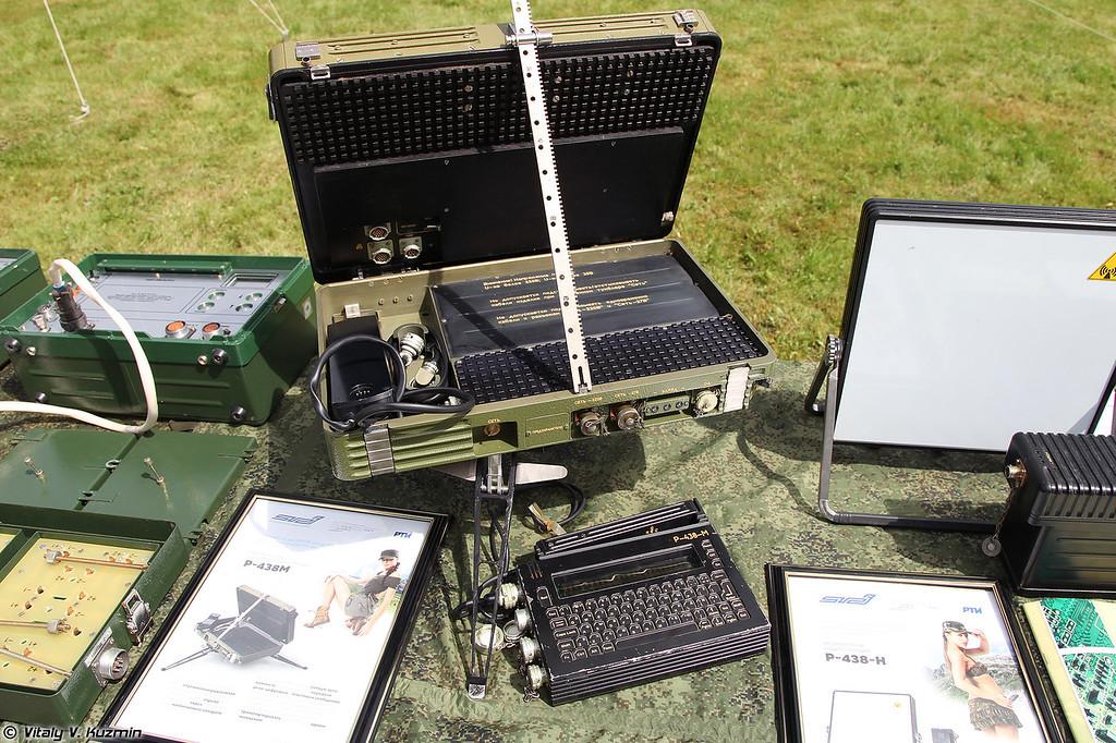 Абонентская носимая радиостанция Р-438М (R-438M radio)