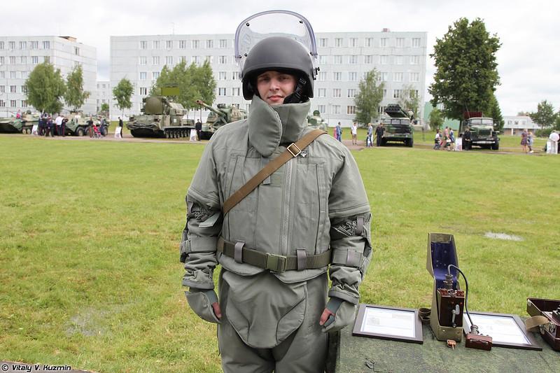 Костюм-защитный комплект сапера Сокол из состава Общевойскового комплекта разминирования ОВР-2-01 (Sokol protective suit)