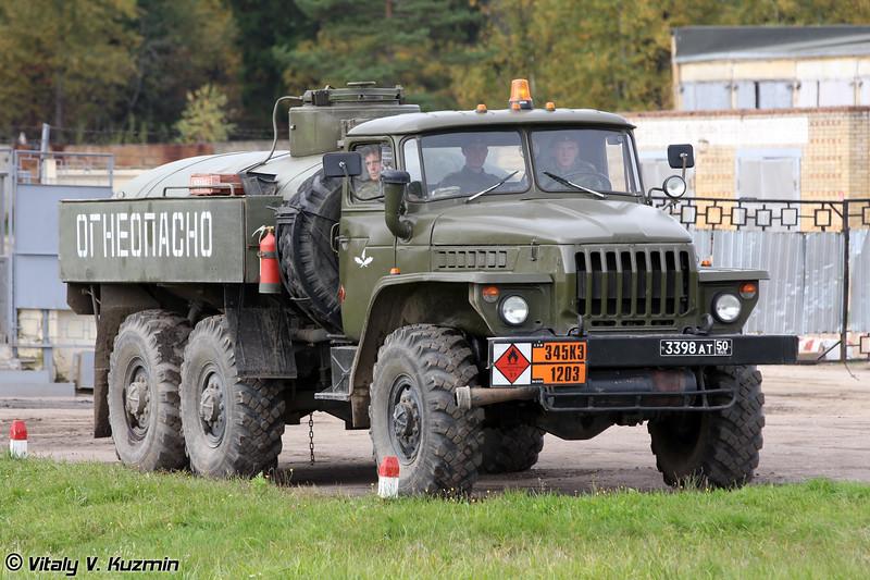 Автотопливозаправщик АТЗ на шасси Урал-4320 (ATZ fuel vehicle on Ural-4320 chassis)