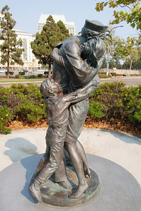 Homecoming Statue, Sailor with Wife & Son