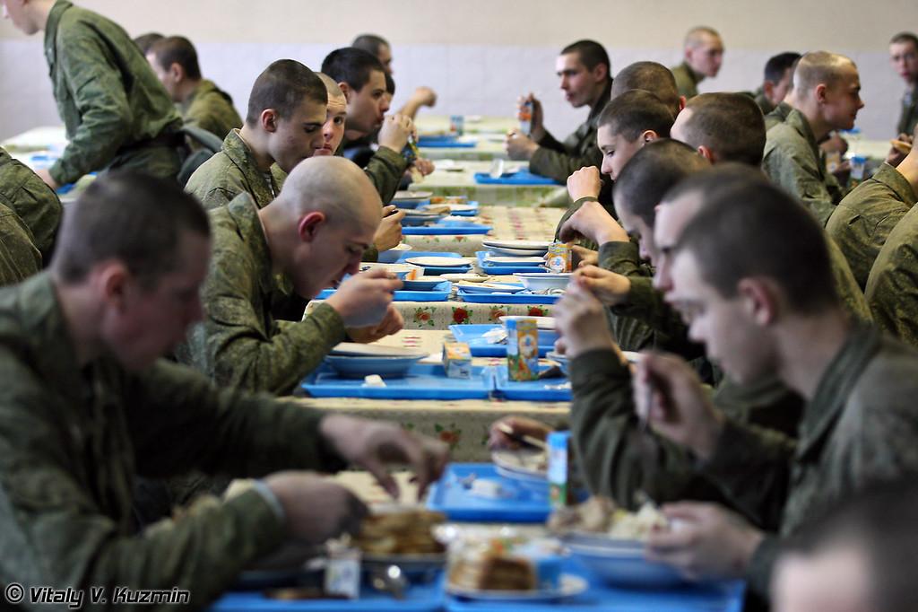 Типичный обед в Вооруженных Силах сейчас выглядит вот так (Typical dinner in Armed Forces)