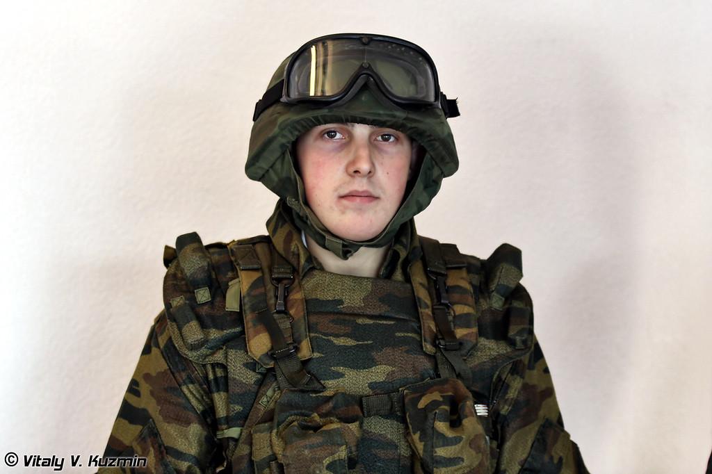 Экипировка десантника и экипажа боевой машины. (Paratrooper and combat vehicle crew equipment)
