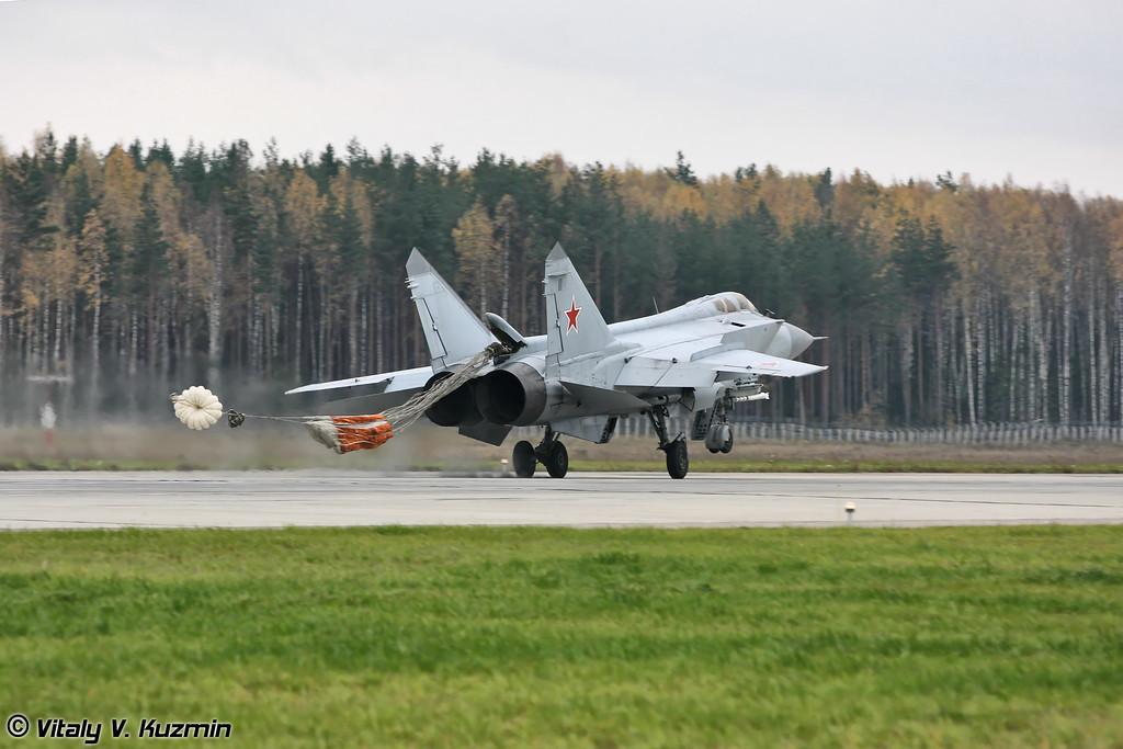 Посадка МиГ-31 бортовой номер 57 Красный. (MiG-31 57 Red landing)