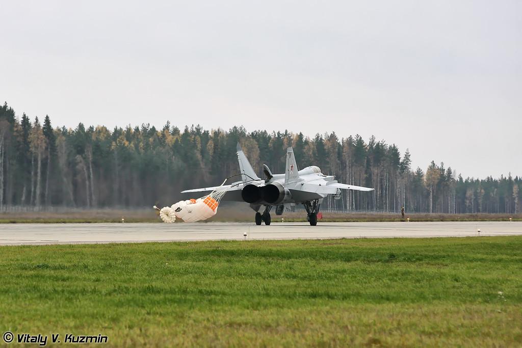 Посадка МиГ-31 бортовой номер 31 Красный (MiG-31 31 Red landing)