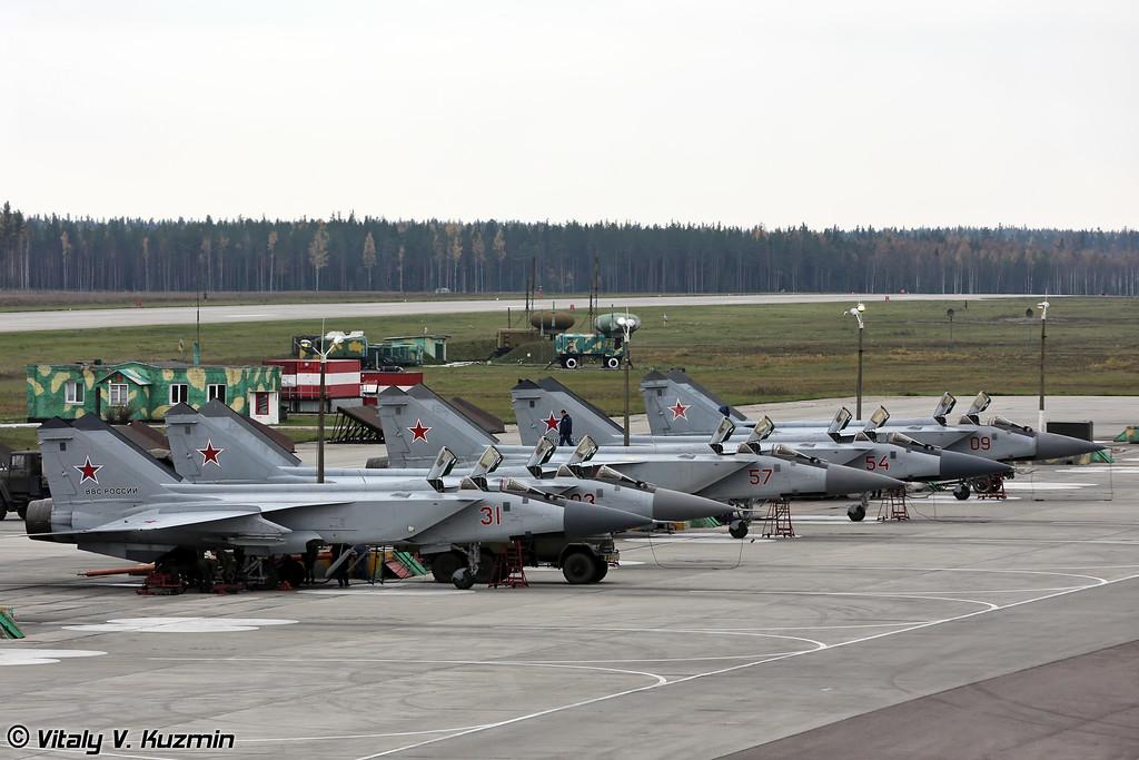 МиГ-31 готовят к полетам (MiG-31 prepared for the flights)
