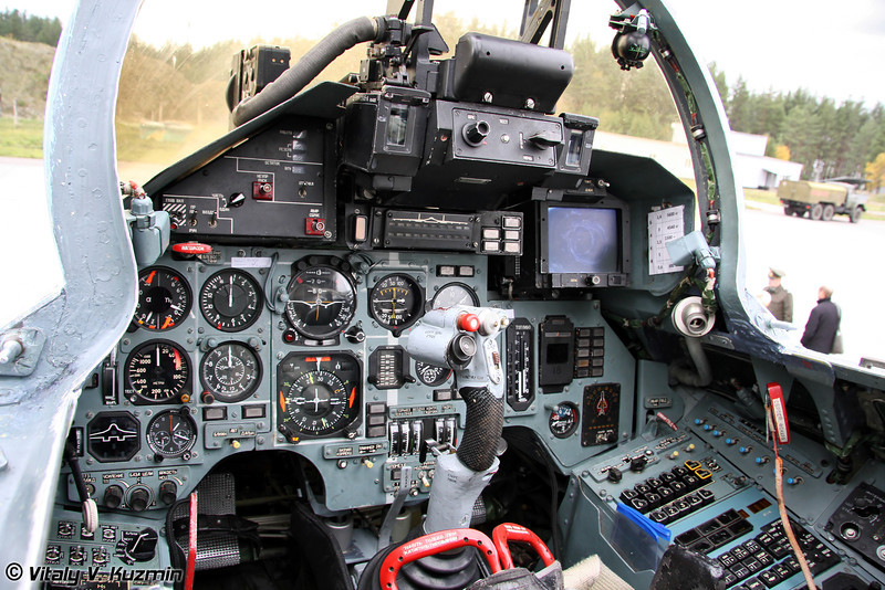 Кабина Су-27 (Su-27 cockpit)