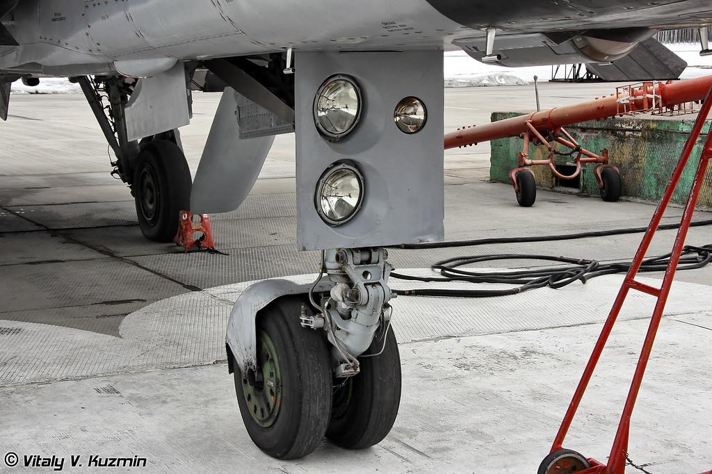 Передняя опора шасси МиГ-31 (MiG-31 nose gear)