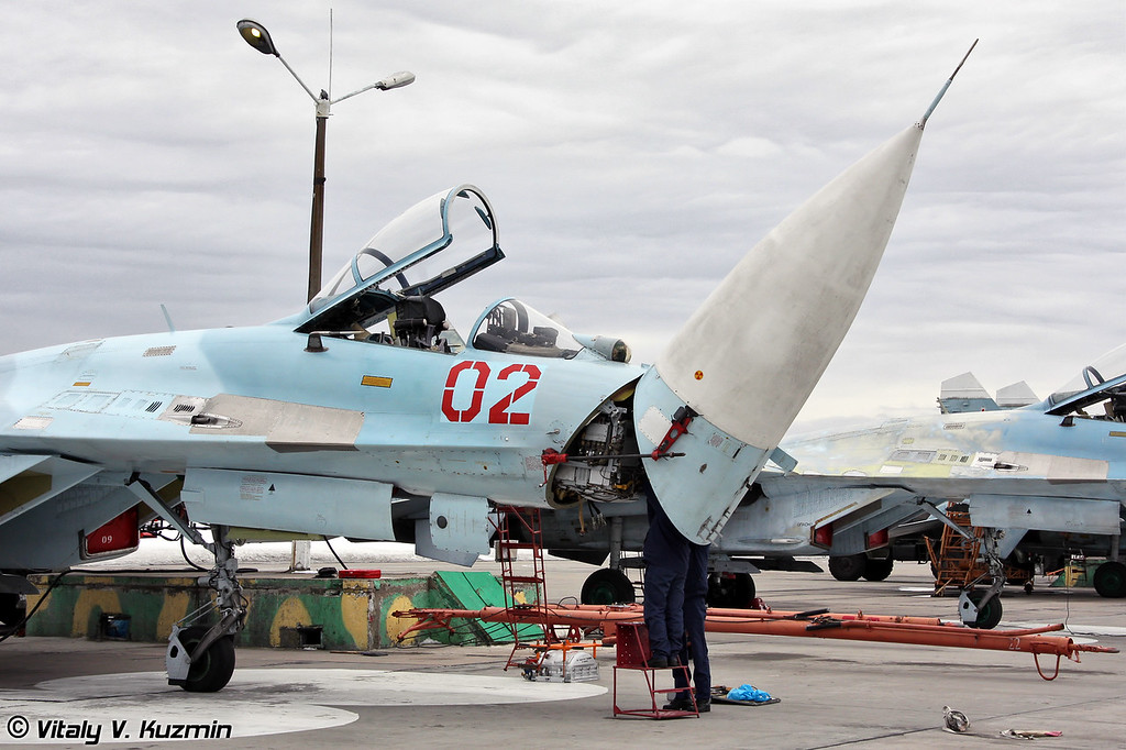 Су-27 бортовой номер 02 Красный с поднятым радиопрозрачный носовым обтекателем (Su-27 02 Red with opened nose cone)