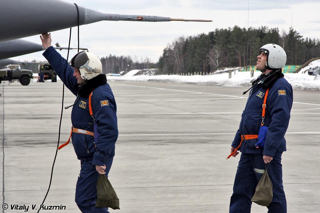 Традиционный осмотр самолета перед полетом (Traditional checkup before the flight)