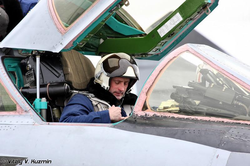 Командир корабля подполковник Жебет Д.В. занимает свое место в кабине (1st pilot Lt Col D.V. Zhebet takes his place in the cockpit)