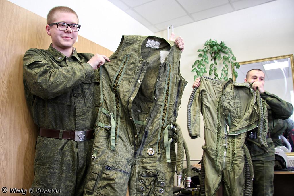 Высотные компенсирующие костюмы ВКК-15К и ВКК-6М (High-altitude pressure suits VKK-15K and VKK-6M)
