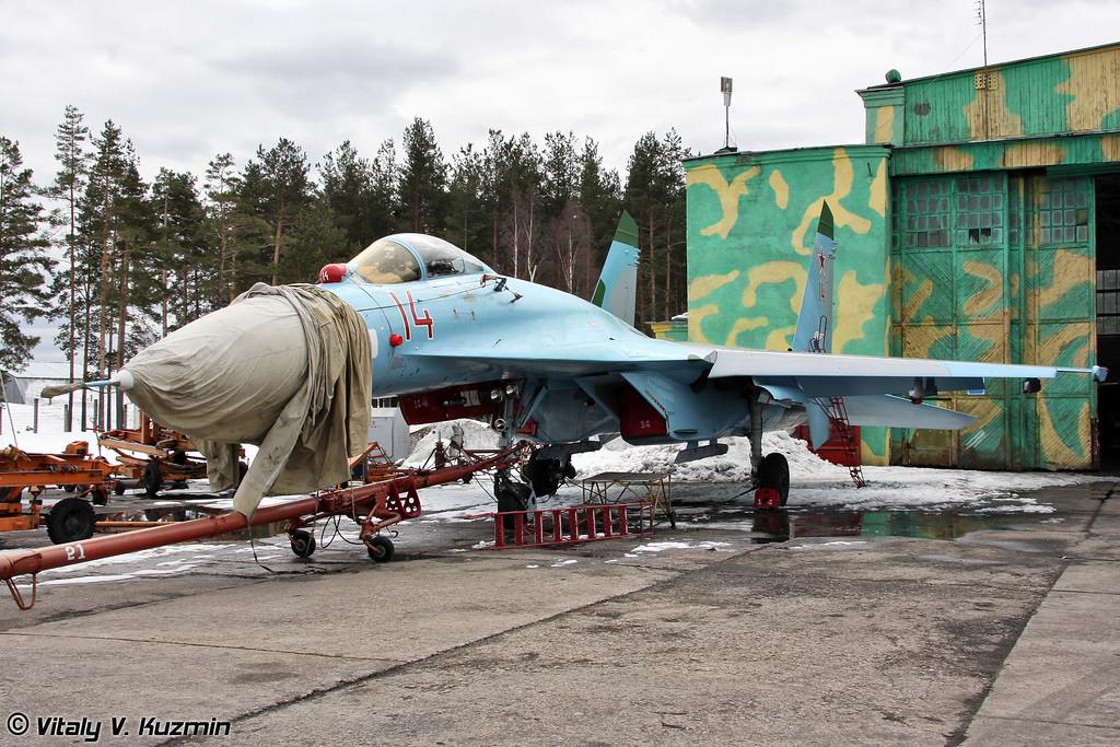 Су-27 бортовой номер 14 (Su-27 14 Red)
