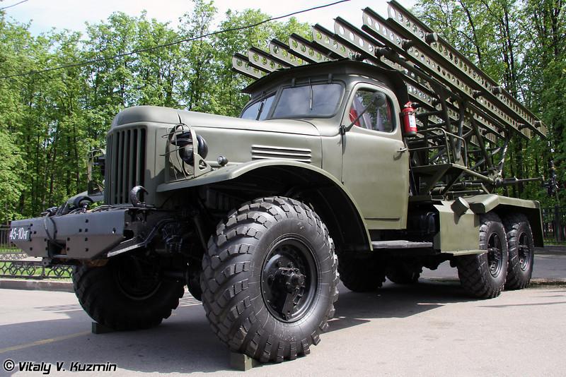БМ-13 на шасси ЗиЛ-157 (BM-13 on ZiL-157 chassis)