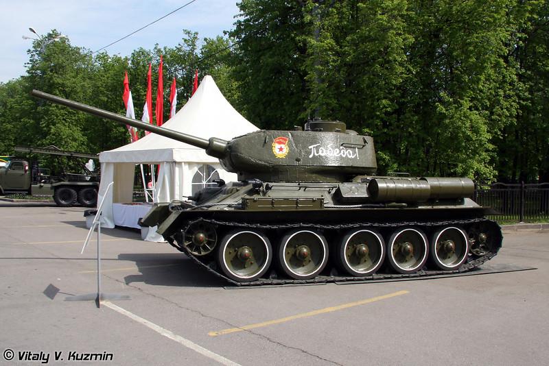 Т-34-85 (T-34-85 tank)