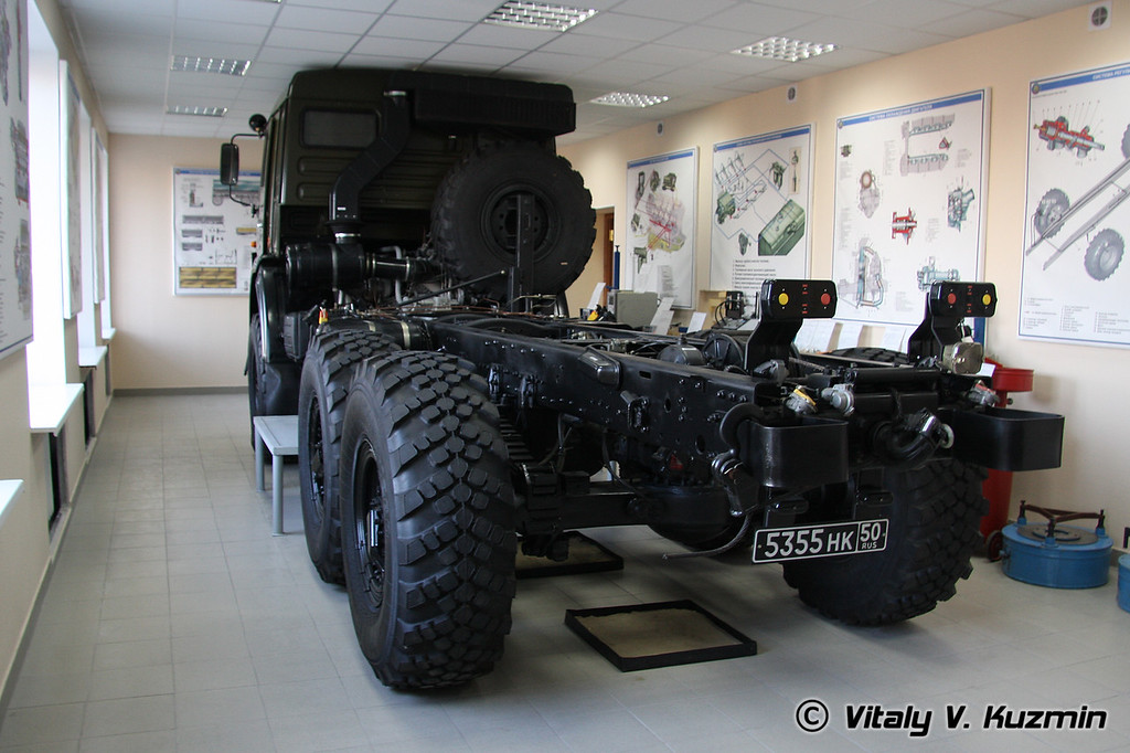 На кафедре вождения - класс изучения КАМАЗ-5350 (KAMAZ-5350 training class)