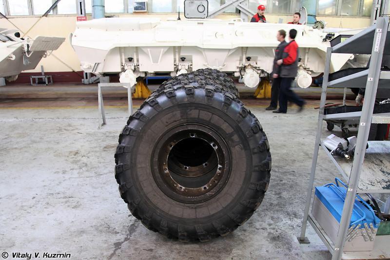Бронетранспортер БТР-80 для поставок по линии ООН (BTR-80 assembling for UN)