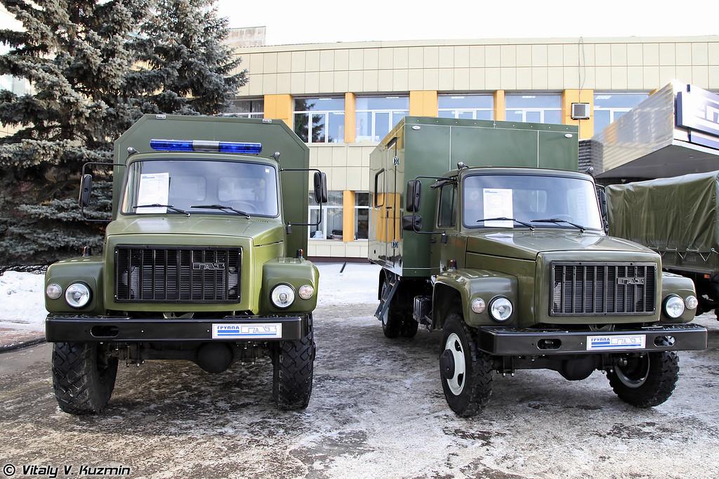 ГАЗ-33081-1091 и автомобиль технической поддержки ГАЗ-33086 Земляк (GAZ-33081-1091 and technical support vehicle GAZ-33086 Zemlyak)