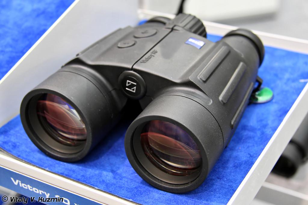 Бинокль-дальномер Zeiss Victory 10x45 T* RF (Zeiss Victory 10x45 T* RF binocular-rangefinder)
