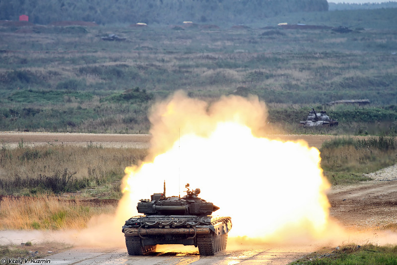 Стрельба Т-72Б3 (T-72B3 main battle tank firing)