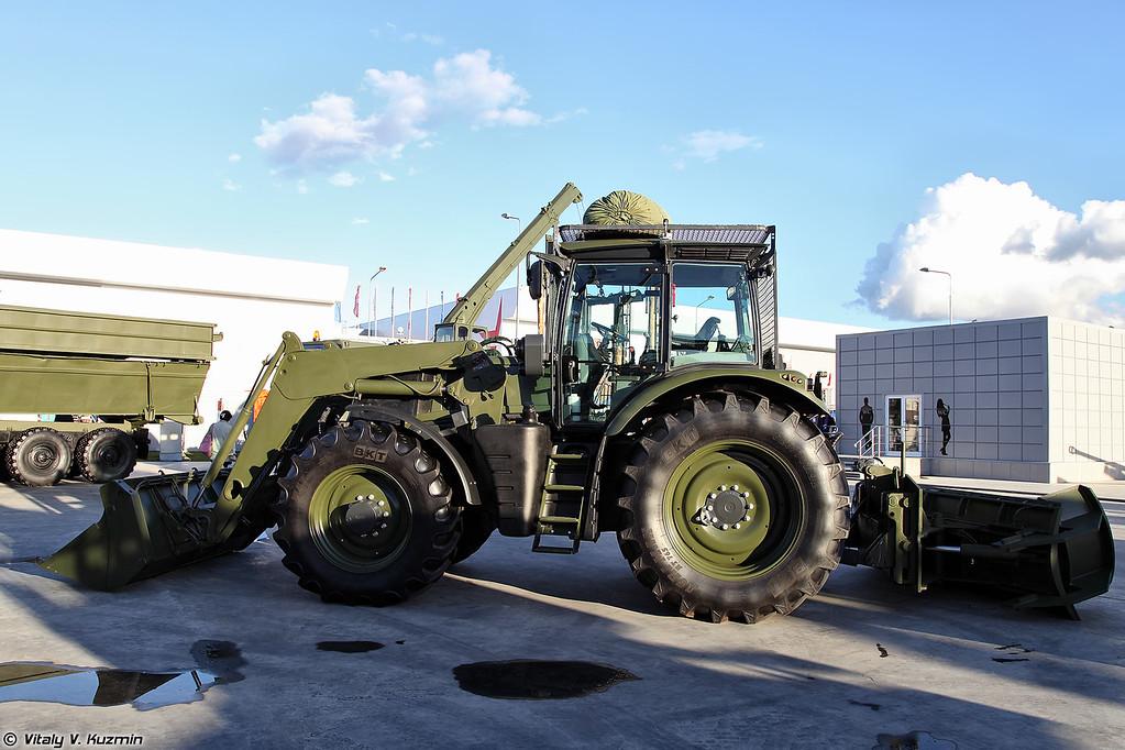 Колесная дорожная машина КДМ (KDM wheeled bulldozer-loader)