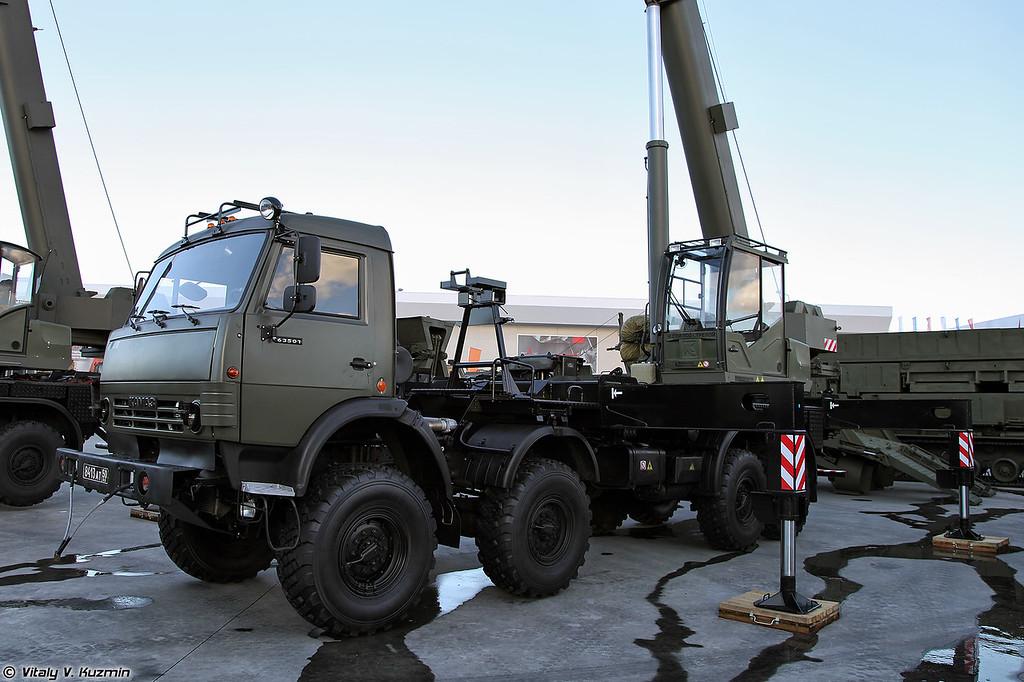 Кран автомобильный военного назначения КС-55729-7M (KS-55729-7M crane)