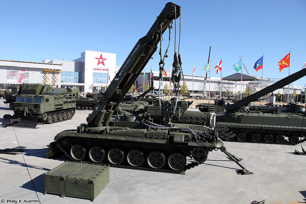 Бронированная ремонтно-эвакуационная машина БРЭМ-1М (BREM-1M armored recovery vehicle)