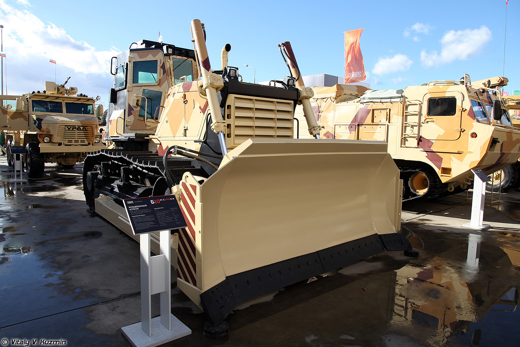 Бульдозерный агрегат Б10М2С.5000Е1Н (B10M2C.5000E1N armored bulldozer)