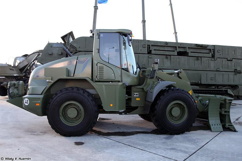 Колесная дорожная машина бронированная КДМБ (KDMB armored wheeled bulldozer)